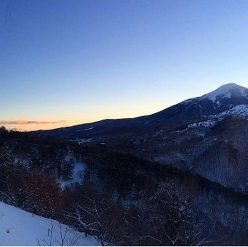 朝焼け迫る冬の蓼科山《東側客室》