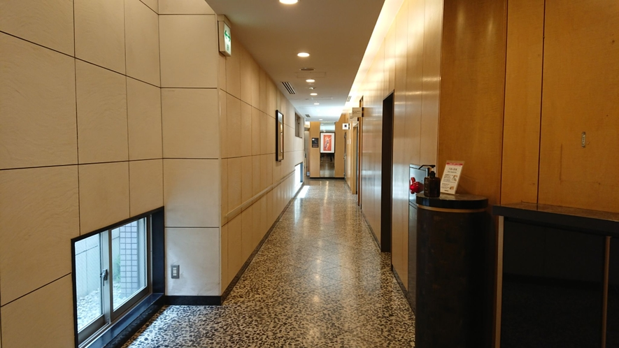 1階ロビー通路