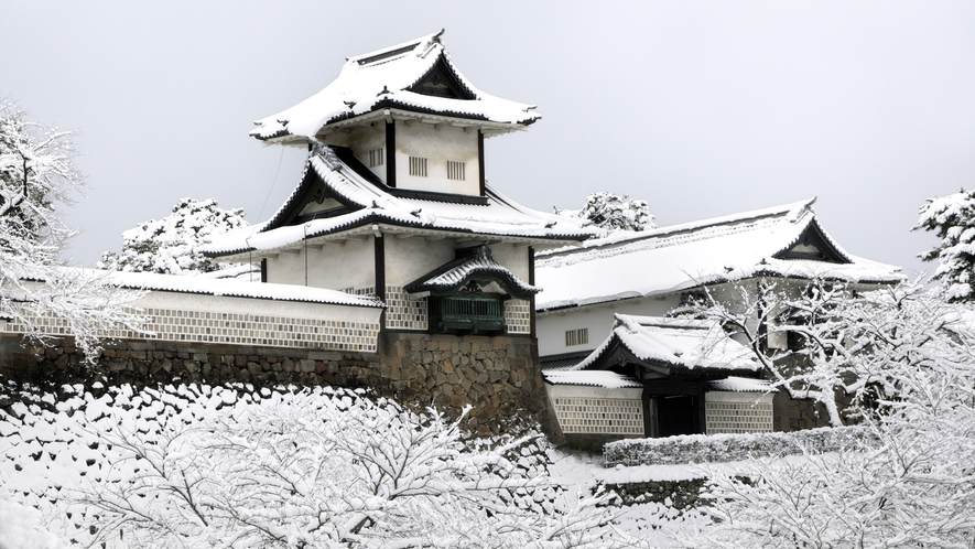 金沢城・石川門・冬 (写真提供:金沢市)