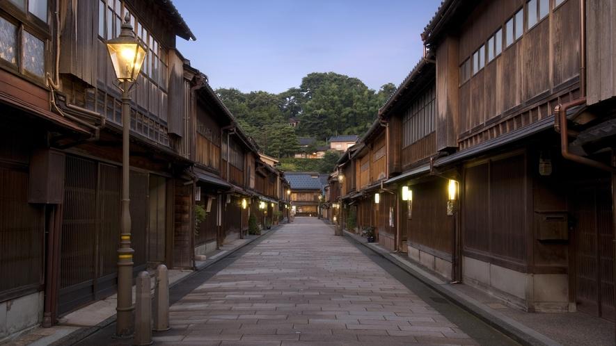 ひがし茶屋街・夜 (写真提供:金沢市)