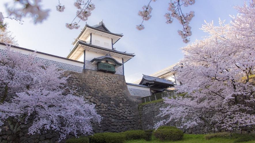 金沢城・石川門・春   (写真提供:金沢市)