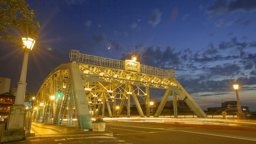 犀川大橋 (写真提供:金沢市)