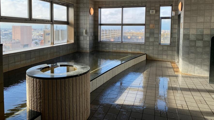 露天風呂(当館から徒歩5分 アパホテル〈金沢中央〉14階「天然温泉 アパスパ金沢中央」)