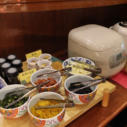 ご飯は石川県産コシヒカリを使用。呑んだ朝は嬉しい「お粥」もご用意。