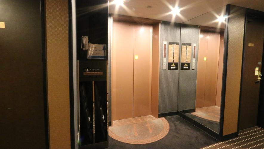 『各階エレベーター前ズボンプレッサー』