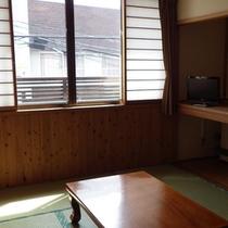 *【客室】静かで落ち着きのある和室。