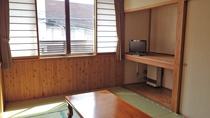 *【客室】明るく、木のぬくもりが感じられる和室でごゆっくりお寛ぎください。