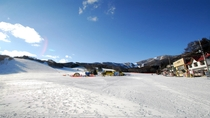 *かたしな高原スキー場広々としたゲレンデと、吹雪く日の少ない立地でゆったりとした雰囲気のスキー場です