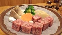 *【夕食一例】トロ〜りやわらか!サイコロステーキ。