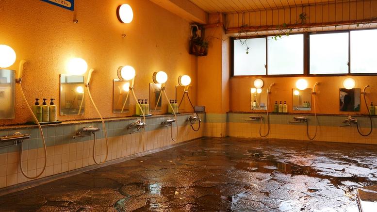 *大浴場/広々とした洗い場はお客様に好評です