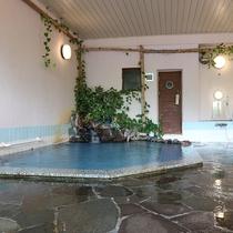 *大浴場/菅平では珍しい天然温泉に24時間入浴可能