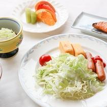*朝食一例/宿泊状況により和食セットまたはバイキングをご用意いたします