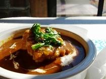 じっくり煮込んだビーフシチューはオープン当時から変わらぬ味です。