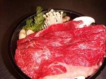すき焼き鍋。信州牛がタップリ!。