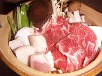 きのことつみれ団子のお味噌仕立風のお鍋。