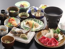 すき焼き鍋の御夕食一例。季節、市場状況により変更あり。