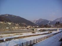 星川から、志賀高原を臨む。