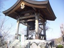 平和観音にある鐘突堂、一突きゴ~ン、、、、と、どうぞ。