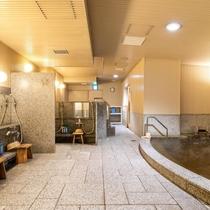 【小浴場内】温泉に浸かり多忙な時間を忘れゆるりとしたひと時を