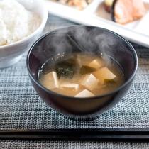 お味噌汁【朝食】和食には必須!!この1杯で温まること間違いなし。