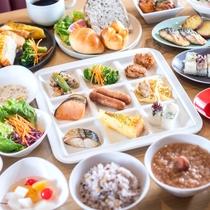 【朝食盛り付け】朝から健康にこだわった朝食をお召し上がりください