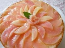 ピーチケーキ。桃の季節限定のデザートです。