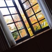 ○観光 出窓 秋の風景