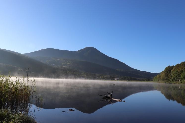 朝の女神湖