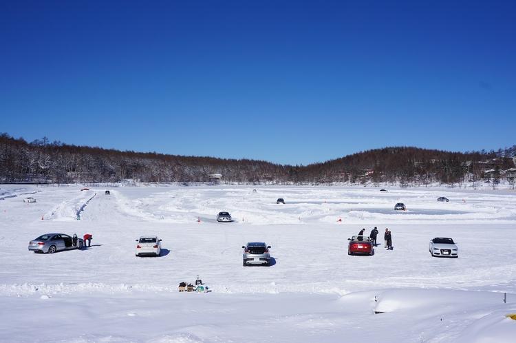 冬 女神湖氷上ドライブ