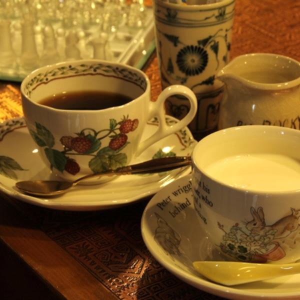 ラウンジのカフェスペースではお飲み物もお出しできます