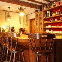 ラウンジ横のバーカウンター・カフェスペース