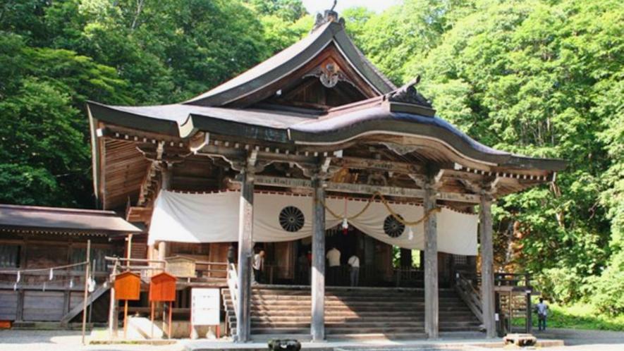 厳かな雰囲気の戸隠神社 中社