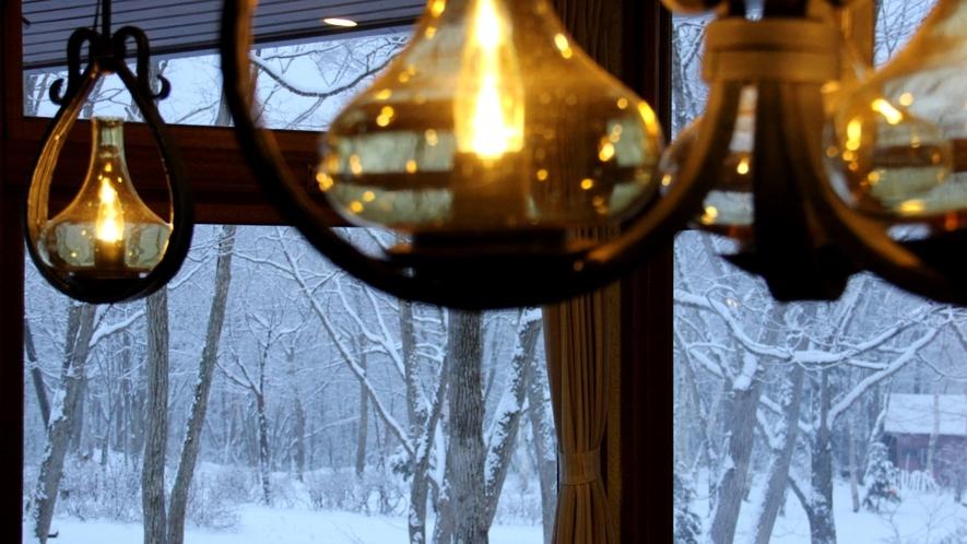 館内からの冬の景色