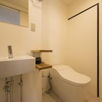 デザイナーズルーム トイレシャワーブース付き