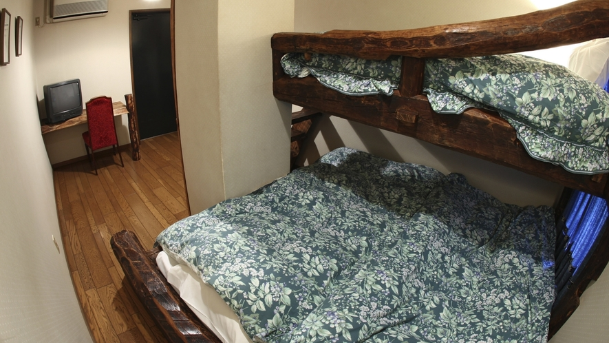 ウッディートリプルルーム 可愛い梯子の付いたログタイプのお部屋です