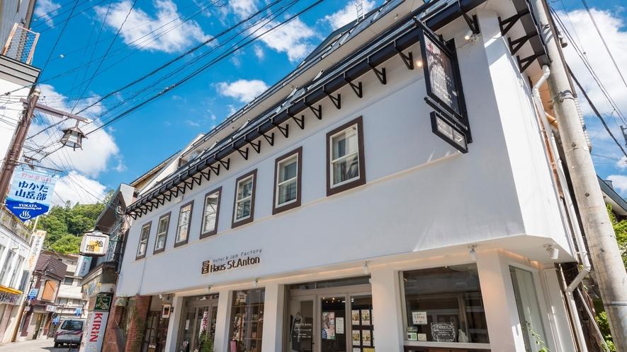周辺にはコンビニや飲食店があり、大変利便性の良い立地です。