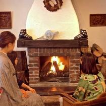 暖炉&ライブラリー