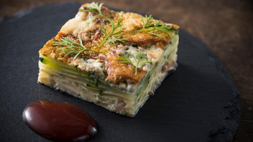 奥信濃の豊かな土壌が育む食材を使った自慢のディナーをお楽しみください。