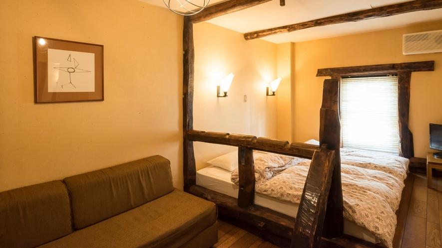 【103・105】ウッディールーム 古材やログをふんだんに使いヨーロッパ風に仕上げたお部屋です。