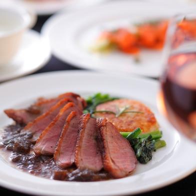 【一番人気】シェフこだわりの和洋折衷料理を味わうディナー&貸切風呂を満喫<2食付>
