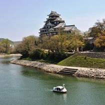岡山城と後楽園前の川