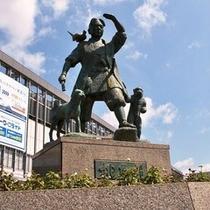 岡山駅前 桃太郎像