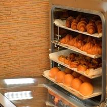 人気の焼き立てパン♪毎朝、レストランで焼き上げております!