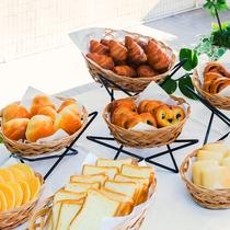◆種類豊富な焼きたてパン◆