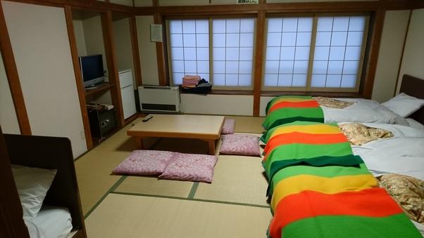 和室12畳(4人ベット付き)