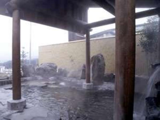 歩いて3分 戸狩温泉望の湯 露天風呂