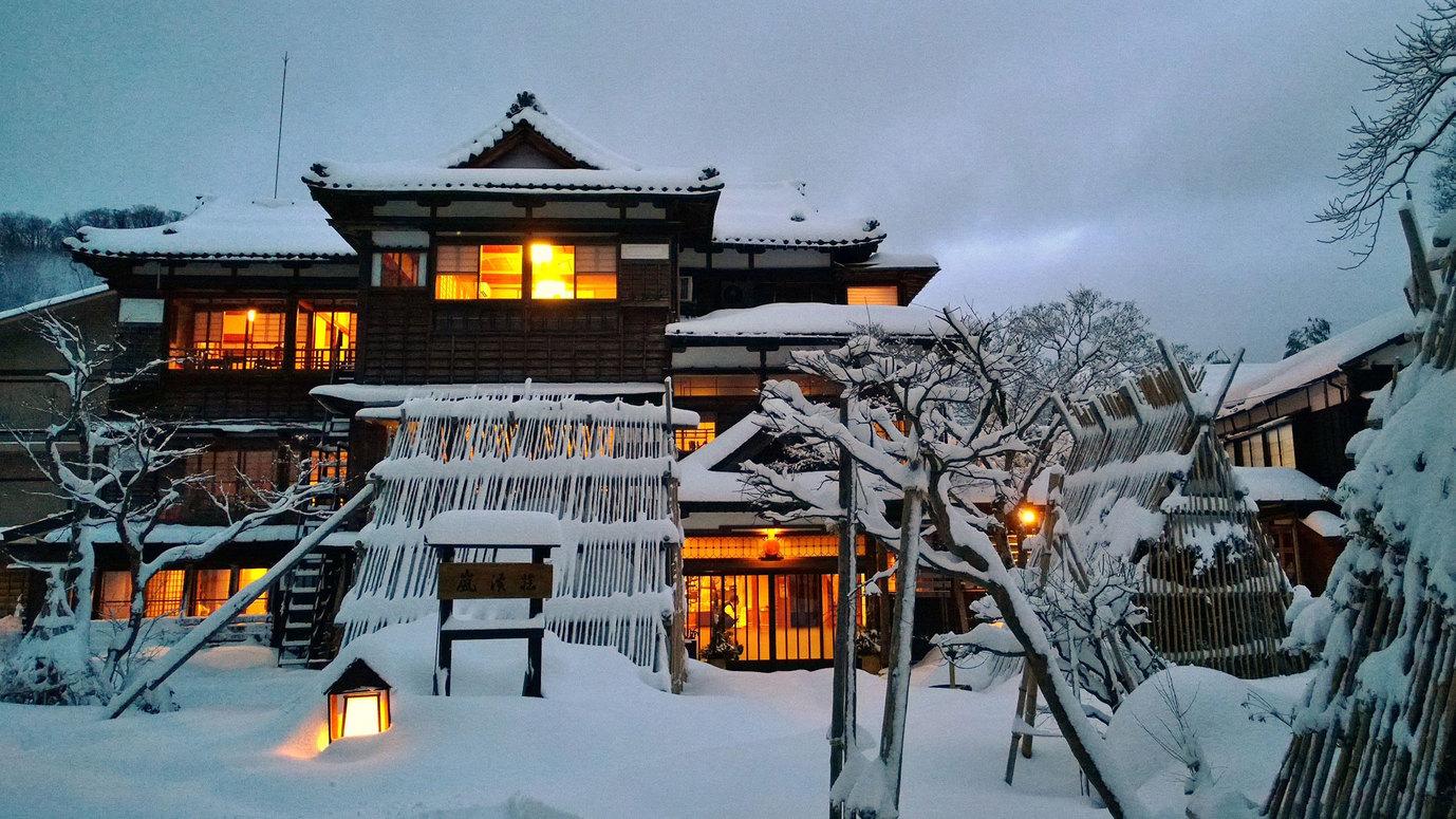 【冬】外観・様々な灯りにより幻想的な夜を演出