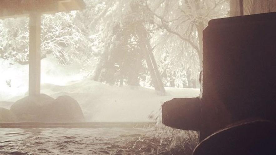【露天風呂(冬)】日本屈指!濃厚な強食塩冷鉱泉!