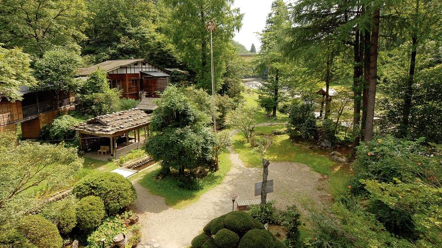 【野庭園】自然と調和した敷地内の野庭園