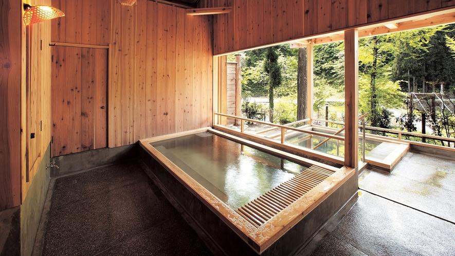 夜は貸切風呂となる「山の湯」。心地よい朝風呂もオススメです。